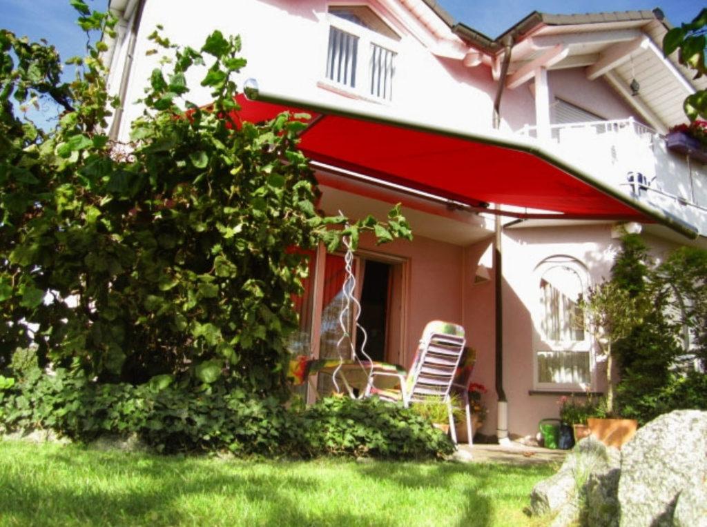 Markise Rot garten | SAGA Raumausstattung Aschaffenburg | Gardinen, Bodenbelag, Sonnenschutz, Pergola, Rolladen, Insektenschutz und Wasserschaden