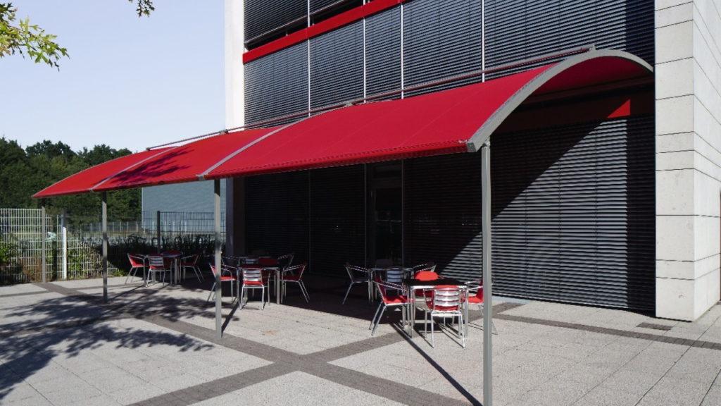 Markisen in Frankfurt | SAGA Raumausstattung Aschaffenburg | Gardinen, Bodenbelag, Sonnenschutz, Pergola, Rolladen, Insektenschutz und Wasserschaden