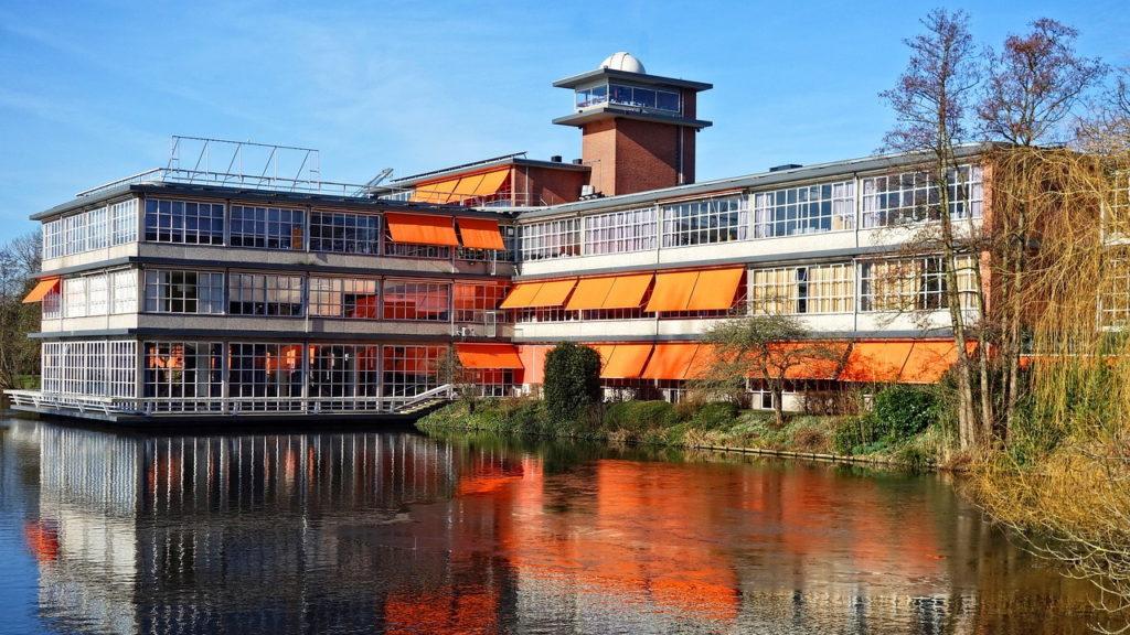 Markise in Hanau | Raumausstattung, Gardinen, Bodenbelag, Sonnenschutz, Markisen, Pergola, Rolladen, Insektenschutz und Wasserschaden