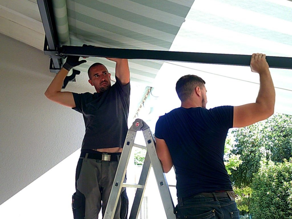 Montage einer Markise H60 in Stockstadt | SAGA Raumausstattung ist Spezialist für Gardinen, Bodenbelag, Sonnenschutz, Markisen, Pergola, Rolladen, Insektenschutz und Wasserschaden in Aschaffenburg