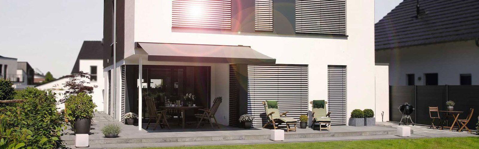 Haus | SAGA Raumausstattung ist seit 50 Jahren Spezialist für Gardinen, Bodenbelag, Sonnenschutz, Sonnensegel, Markisen, Pergola, Rolladen, Insektenschutz, Renovierung und Wasserschaden in Aschaffenburg