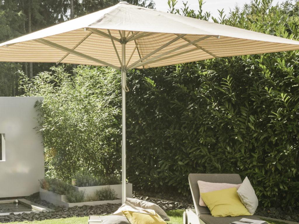 Sonnenschirme Musterstoff material | SAGA Raumausstattung Aschaffenburg | Gardinen, Bodenbelag, Sonnenschutz, Pergola, Rolladen, Insektenschutz und Wasserschaden