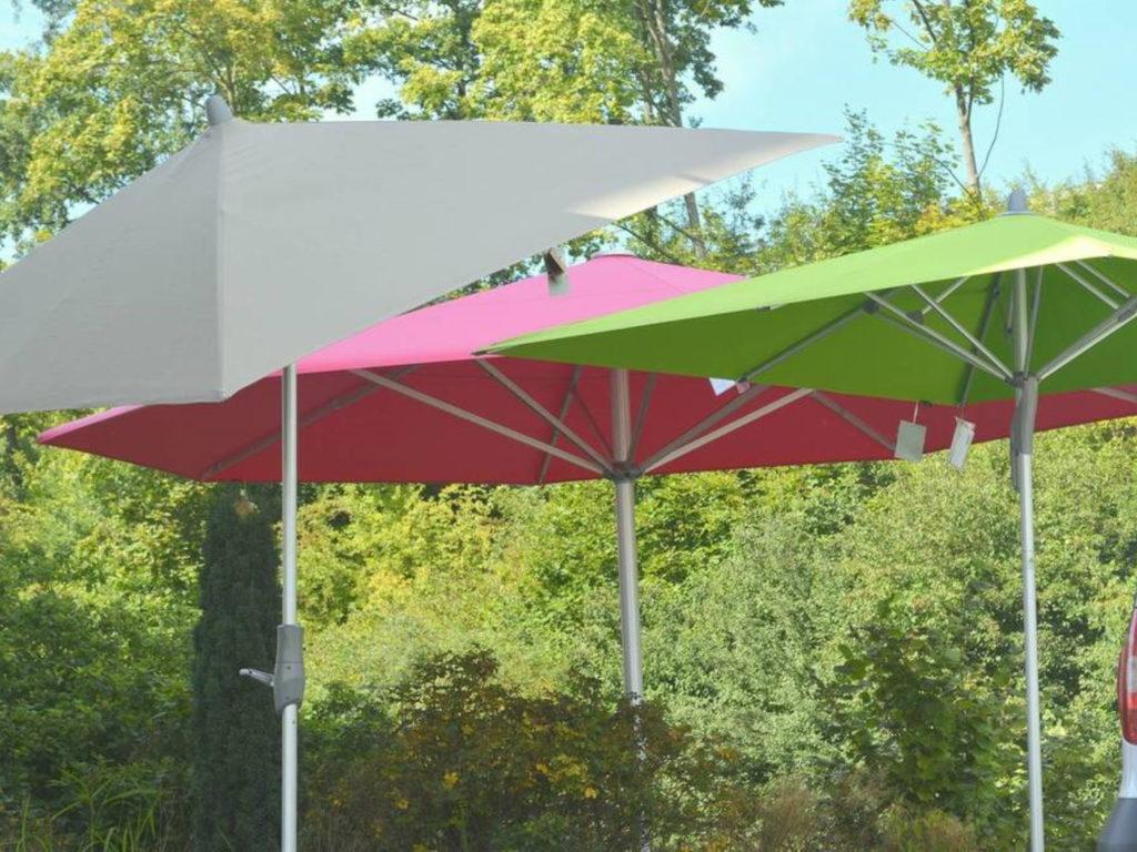 Sonnenschirme rot grün | SAGA Raumausstattung Aschaffenburg | Gardinen, Bodenbelag, Sonnenschutz, Pergola, Rolladen, Insektenschutz und Wasserschaden