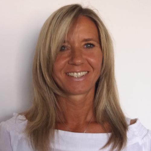 Frau Sandra Rauscher | SAGA ist seit 50 Jahren Spezialist für Gardinen, Bodenbelag, Sonnenschutz, Sonnensegel, Markisen, Pergola, Rolladen, Insektenschutz, Wasserschaden, Renovierung und Raumausstattung in Aschaffenburg