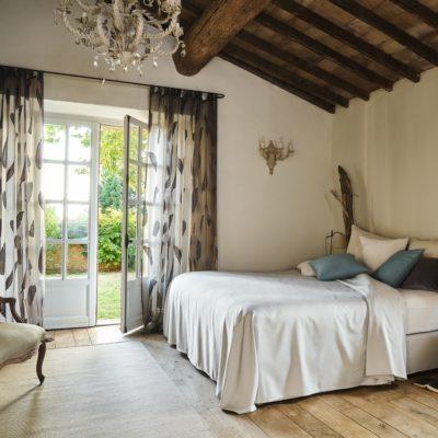 Vorhänge | SAGA Raumausstattung ist Spezialist für Gardinen, Bodenbelag, Sonnenschutz, Markisen, Pergola, Rolladen, Insektenschutz und Wasserschaden in Aschaffenburg