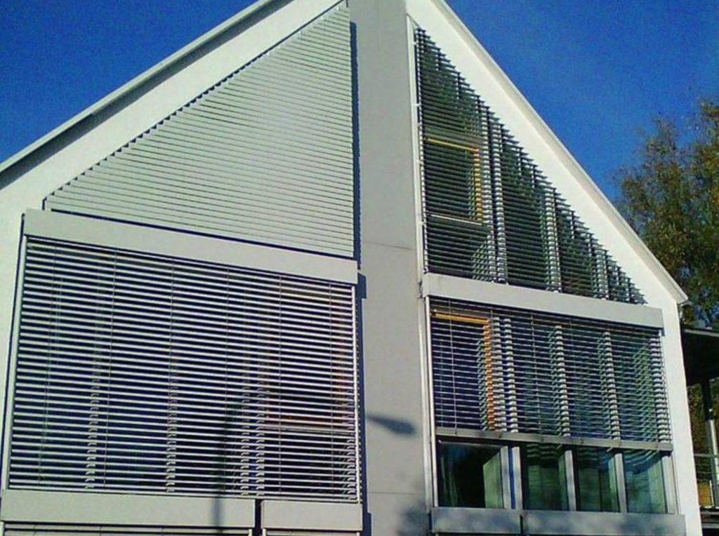 Raffstore dach schräge | SAGA Raumausstattung Aschaffenburg | Gardinen, Bodenbelag, Sonnenschutz, Pergola, Rolladen, Insektenschutz und Wasserschaden