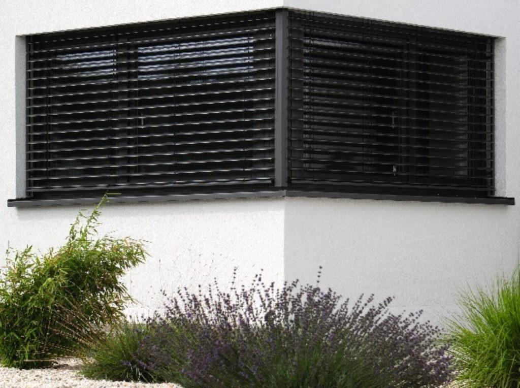 Raffstore montage | SAGA Raumausstattung Aschaffenburg | Gardinen, Bodenbelag, Sonnenschutz, Pergola, Rolladen, Insektenschutz und Wasserschaden
