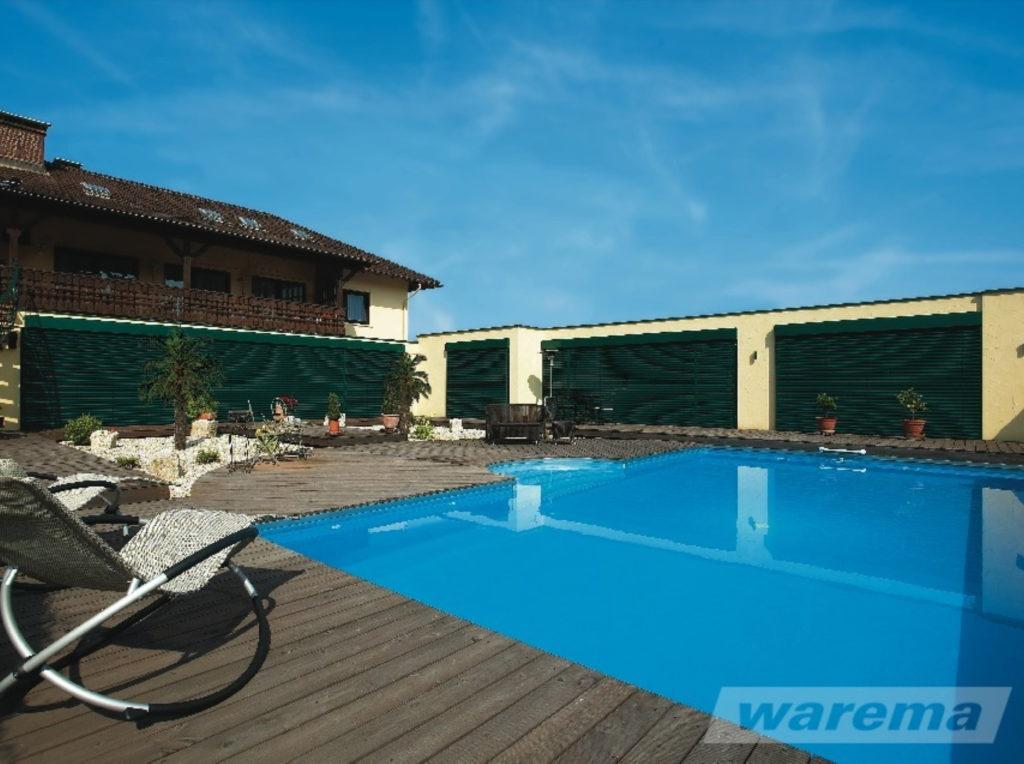 Raffstore villa pool | SAGA Raumausstattung Aschaffenburg | Gardinen, Bodenbelag, Sonnenschutz, Pergola, Rolladen, Insektenschutz und Wasserschaden